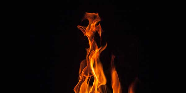 how to put out a grease fire in the kitchen article header image